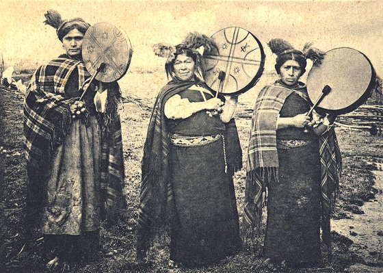 800px-Mapuche_Machis